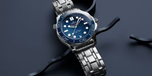 Đồng hồ mặt xanh: Đeo cả đại dương trên cổ tay