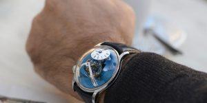"""""""Classic Blue"""" – Sắc màu Pantone năm 2020 lên ngôi trên đồng hồ"""