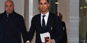 Wrist Shot: Cristiano Ronaldo đeo trên tay chiếc đồng hồ Rolex đắt nhất từng được sản xuất