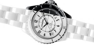 Chanel ra mắt đồng hồ gốm hai tông màu đầu tiên trên thế giới
