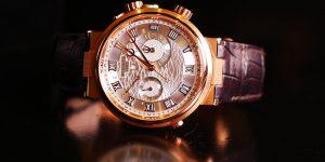 5 mẫu đồng hồ cơ báo thức hấp dẫn nhất bạn không thể bỏ qua