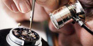 WOW's Lab: Nên hay không nên chạm khắc lên vỏ đồng hồ?