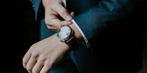 WOW's Lab: Bạn đã biết cách làm sạch đồng hồ để phòng tránh Covid-19?